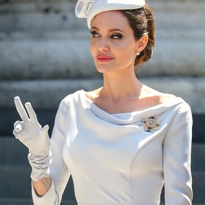 angelina-jolie-a-lo-kate-middleton