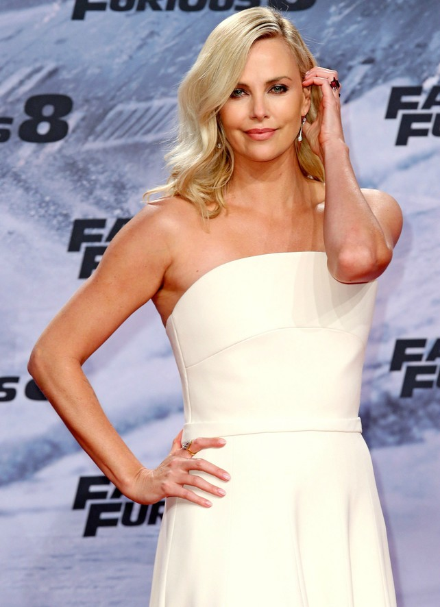 charlize-theron-en-7-looks